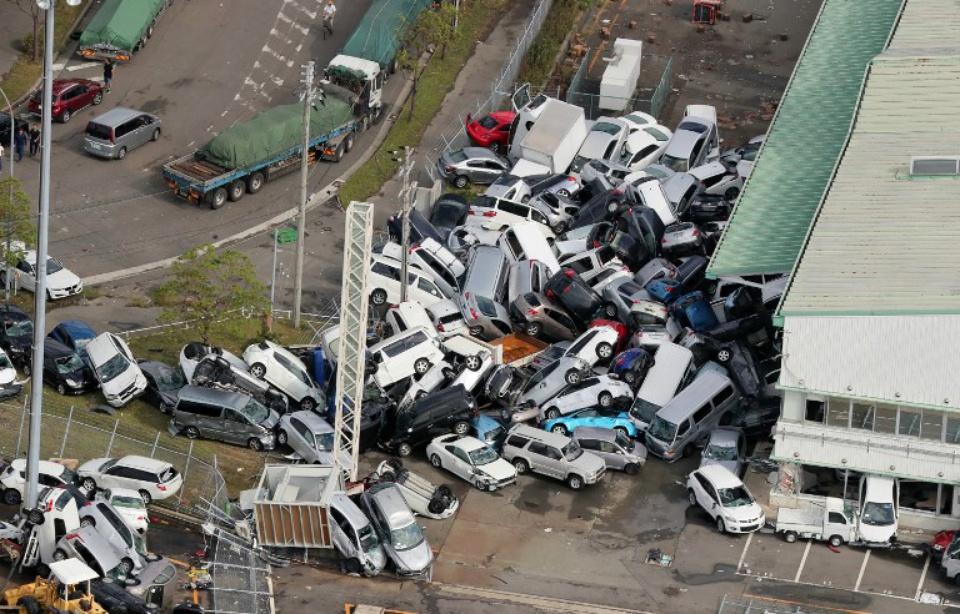 Le 14.09.2018:Japon: Le typhon Jebi fait onze mort, l'aéroport d'Osaka à l'arrêt et un séisme de 6,6 sur l'île d'Hokkaido
