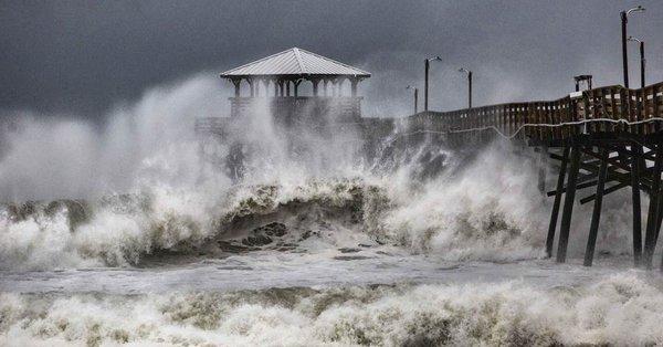 Le 15.09.2018:PREMIER BILANS:Ouragan Florence rétrogradé en tempête tropicale : au moins 5 morts, de redoutables inondations attendues