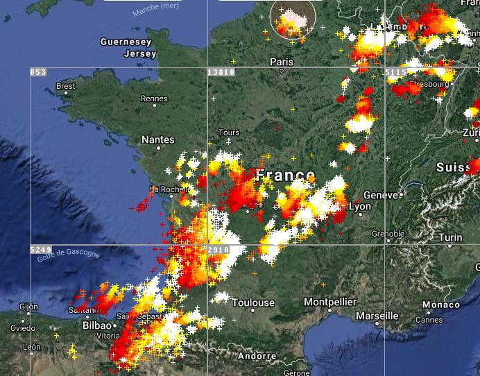 Le 3.07.2018: Live à 17h25 Violent orages sur la France actuellement en cours. 31 départements en alerte orange pour risque d orages violent.