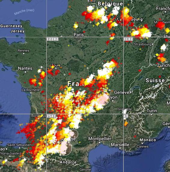 Le 4.07.2018: Video à 19h50 Violent orages sur la France actuellement en cours. 31 départements en alerte orange pour risque d orages violent.